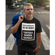 Smiješna majica sijedi muškarac